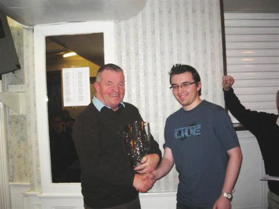 ICU Chairman Philip Hogarty presenting  Eamon Keogh with the 2007-08 Irish Hall of Fame award